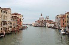 Туристы получили штраф за приготовление кофе на мосту в Венеции