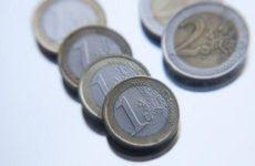 Евро впервые за год стоит менее 70 рублей
