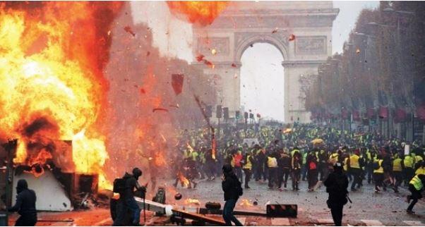 The New Yorker: Что «желтые жилеты» несут Франции и всему миру 1