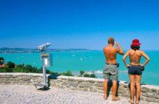 14 лучших озер мира для летнего отпуска