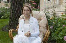 Актрису Чурикову выписали из больницы после случая в театре