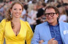Дмитрий Дибров и его жена попали в ДТП