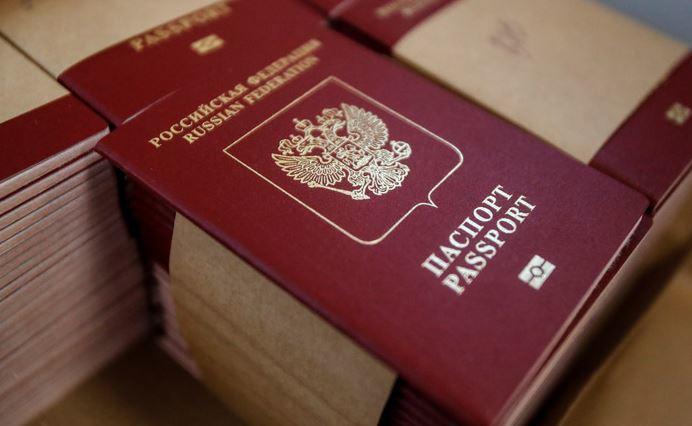 ERR: Эстония не собирается признавать российские паспорта, выданные жителям Донбасса 1