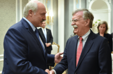 Лукашенко подарил Болтону белорусскую водку
