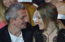 Режиссер Богомолов впервые публично признался Ксении Собчак в любви. Видео