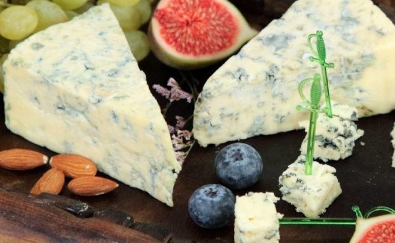 Врач огласила опасные для здоровья виды сыра 1