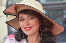 Дочь Заворотнюк приехала к матери в больницу с воздушным шаром