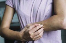Эксперты озвучили болезни, которые сопровождаются кожным зудом