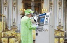 Королева потеряла личный бар из-за пьянства подчиненных