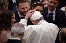 Папа римский застрял в лифте и не успел к воскресной проповеди