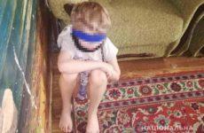 Посадившая сына на цепь украинка была образцовым завучем школы