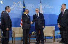 Путин встретился с премьером Малайзии во Владивостоке