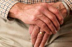 Ученые узнали, почему пожилые люди реже болеют раком