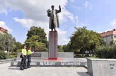 Вице-премьер Чехии прокомментировал ситуацию с осквернением памятника Коневу