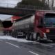 Восемь тысяч литров джина вылилось на шоссе в Британии