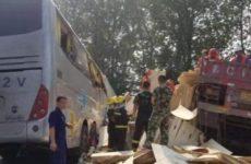 Более 35 человек погибли при столкновении автобуса с грузовиком в Китае
