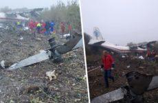 Появились кадры с места крушения Ан-12 на Украине