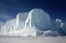 В Антарктиде откололся айсберг весом в сотни миллиардов тонн