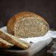 Врач рассказал, в каком случае черный хлеб вреднее белого