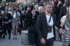 Закативший скандал на Евровидении украинский пранкер бросился в ноги Тимберлейку