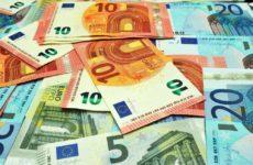Зимой курс евро опутсится ниже психологически важной отметки
