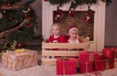 Деньги в конверте, отдых, счастье. Что просят дети из разных стран на Новый год
