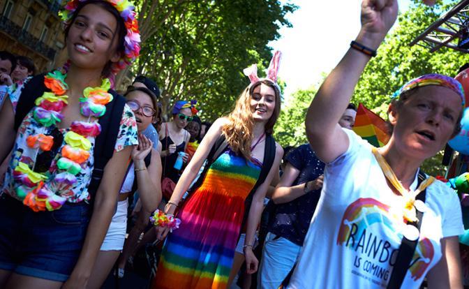 Французов заставят платить дань ЛГБТ-сообществу 1
