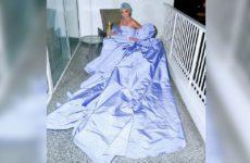 Горничная отеля выставила на торги забытое платье Леди Гаги