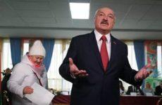Лукашенко считает, что Москва могла бы бесплатно передавать Минску оружие