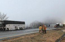 Почти 20 человек пострадали в США при столкновении автобуса и грузовика