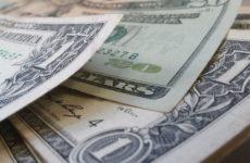 Во Франции поведали об успехах России в отказе от доллара