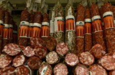 Диетолог озвучила полезные свойства колбасы