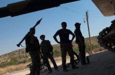 Около 100 боевиков на танках напали на позиции сирийских военных
