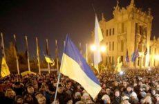 Украинские радикалы устроили провокацию с флагами России, ДНР и ЛНР в Париже