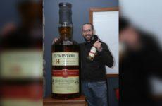 В Шотландии продали самую большую в мире бутылку виски