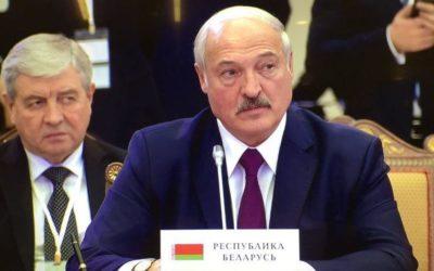 Лукашенко заявил, что Белоруссии необходимо «жить в обнимку» с РФ