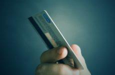 Эксперт Хасанов поведал, почему банки отказываются от кредитования в магазинах