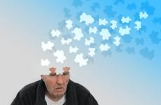 Эксперты назвали первые признаки деменции