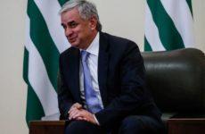 Президент Абхазии Рауль Хаджимба решил подать в отставку