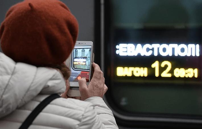 Украина внесла пассажиров первого поезда в Крым в базу данных сайта «Миротворец» 1