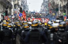 В Париже началась новая акция против пенсионной реформы