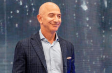 13,2 млрд долларов заработал за 15 минут самый богатый человек мира