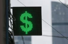 Курс доллара превысил 64 рубля