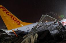 При жесткой посадке самолета в Стамбуле погиб человек