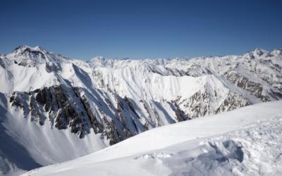 В Грузии после схода лавины пропала туристка из России
