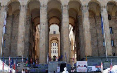 В парламенте Грузии во время выступления спикера включили гимн СССР