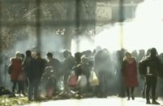 В Греции беженцев встретили слезоточивым газом. Видео