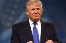 Трамп высмеял облизывавшего пальцы Блумберга