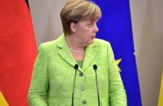 Меркель вернулась к работе после карантина