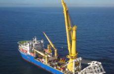 Способное достроить «Северный поток — 2» судно продолжает путь к Европе